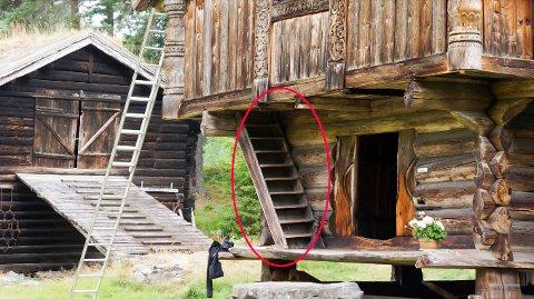 FALT NED: Den gravide kvinnen falt ned denne trappen.