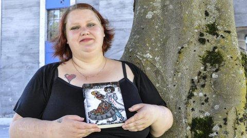 DEBUTANT: Silje Slettetveit debuterer med boka «Spissrotgangen», og er allerede i gang med å skrive sin bok nummer to. Hun røper at den er litt i samme sjangeren, og at også noen av personene i «Spissrotgangen» vil dukke opp igjen i bok nummer to.