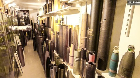 VÅPEN: Det ble funnet en rekke våpen og sprengstoff i mannens bolig på Notodden i fjor høst, men så langt er saken ikke avgjort.