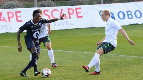 KBKs Daoda Bamba i aksjon mot FC Ufa på La Manga