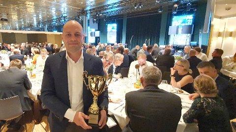 PRIS: Adm. dir. Halvard Fjeldvær i Svorka mottok prisen på vegne av selskapet under en konferanse i Bergen torsdag.