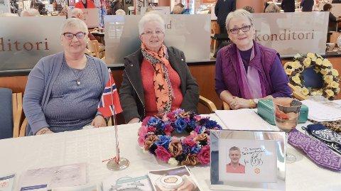 Jarlaug Kandola (fra venstre) Karin Nesje og Ingrid Hagedal i Nordmøre parkinsonforening.