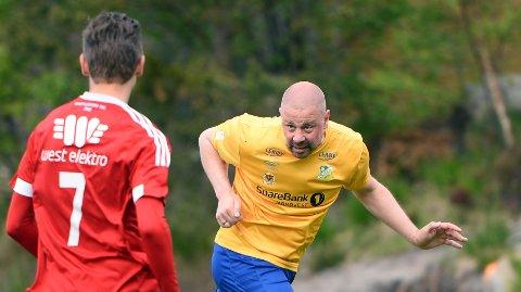 Bengt Conny Mikael Månsson spilte for Dahle, som til slutt vant hele 5-0 borte mot Elnesvågen.
