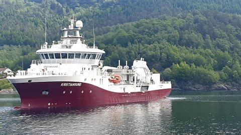 «Kristiansund» på en teknisk prøvetur i Sognefjorden, hvor verftet Havyard Leirvik holder til. Nå skal brønnbåten settes i arbeid for Lerøy Midt.