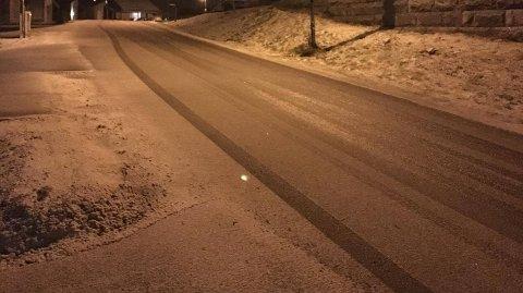 HOLMESTRAND: Det snør i gatene i Holmestrand.