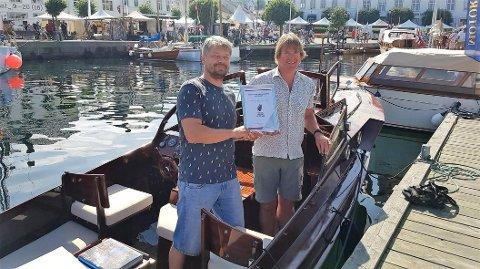 RISØR TREBÅTFESTIVAL: Marius Putinas og Mike Aldridge i båten CGPetterson.