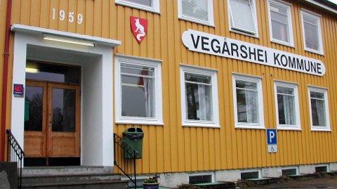Ni kvinner og to menn håper å bli ansatt som kommunefysioterapeut på Vegårshei.