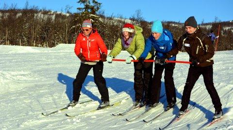 Stine Borgen, Thea Simone Hansen, Kevin Nilsen og Marcus holder sammen ned kulebakken.