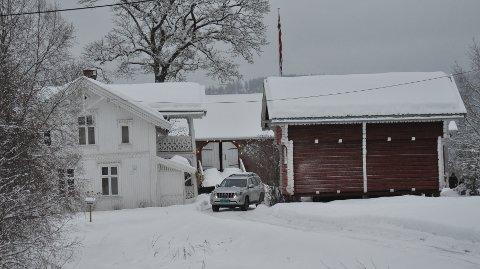 FILMLOKASJON:Fra Nedre Elnes gård fredag, der det hele denne uka har blitt spilt inn en julefilm.
