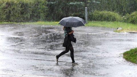 VENTER MENGDER: Siden byger er uforutsigbare er det vanskelig å si hvor mye regn som vil komme tirsdag kveld og natt til onsdag, men ifølge meteorologene er det stor sannsynlighet for at det blir veldig vått.