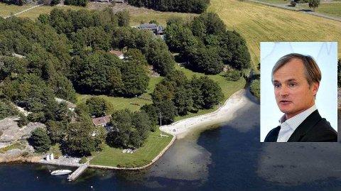 PRAKTEIENDOM: Finansmannen Øystein Stray Spetalen har landsted på Østerøya i Sandefjord. Skipperhuset nede til venstre i bildet er hovedbasen.