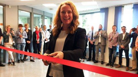 KOMMER TILBAKE: For ett år siden foretok arbeids- og sosialminister Anniken Hauglie den offisielle åpningen av akrimsenteret for Telemark, Vestfold og Buskerud, i Tønsberg. Hun var imponert over kampen mot arbeidslivskriminalitet, sa hun da. Nå kommer Haugli tilbake.