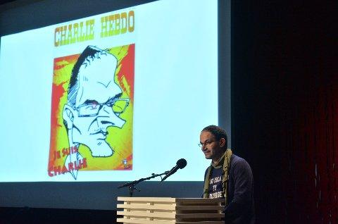 Den palestinske karikaturtegneren Fadi Abou Hassan innledet under en debatt om ytringsfrihet på Litteraturhuset lørdag ettermiddag. Foto: Fredrik Varfjell / NTB scanpix