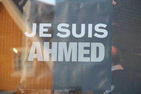 Je suis Ahmed oppstod i kjølvannet av at terroristene som angrep Charlie Hebdo, drepte politimannen Ahmed Merabet. Je suis Ahmed har blitt et symbol for mange muslimers kamp mot terrorister. FOTO: Steinar Knudsen