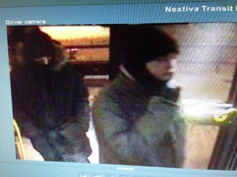VÆPNET RAN: Politiet gikk ut med dette bildet i etterkant av det væpnede ranet på Oppegård. Nå har de pågrepet to personer som har innrømmet ranet.