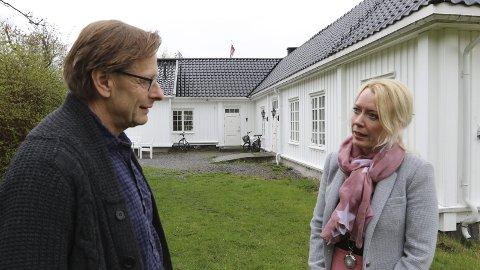 Gården: Helge B. Skjelstad og Ellen Knutsen håper mange finner veien til samarbeidsmøte på Nesoddtangen gård 7. juni. arkivfoto: Henriette slaatsveen
