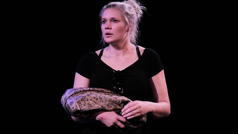 Initiativtaker: Karen Houge er i ferd med å avslutte teaterutdanning i Frankrike og arrangerer Norway Clown Camp i juli.  Foto: Privat