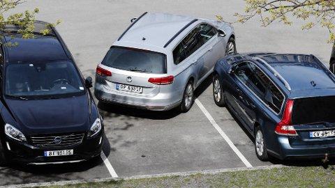 Svært mange bilskader oppstår på parkeringsplasser. Og det behøver ikke være snakk om store ting, før det blir svært kostbart å reparere. Illustrasjonsfoto: Scanpix.