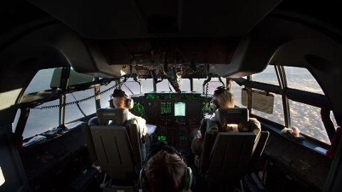UTSIKT FRA COCKPIT: Slik ser Herculus-flyene ut innvendig. Dette bildet ble tatt under en transport fra Tromsø til Gardermoen Flystasjon.