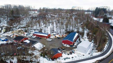 DEPONI: Det er i overkant av Frogn kommunes driftsavdeling i Gropa det nå vurderes å anlegge et snødeponi. FOTO: Tor Arne Dunderholen.