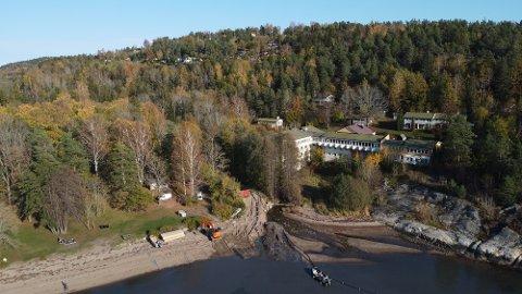 NÆRMERE LØSNING: Skiphelle Fjordhotell har vært stengt siden hotelldriften opphørte i 2011. Nå begynner brikkene å falle på plass for at eierne Fagforbundet kan ta fram prosjektet igjen,.