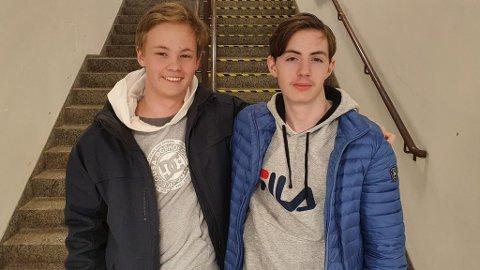 Max Elander Fiksdal Pedersen (16), Oliver Patrik Lilholdt Lund Torslett (16) håper å få se folk bruke skoen de har designet.
