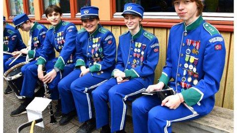 Hygger seg i Nordre Nesodden skolekorps: (f.h.) Dennis Hugnell, Vilde Tjernshaugen Gjefle, Kaya Ramstad Nygård, Daniel Barton og Trym Albæk.