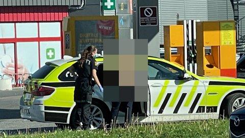 Her har politiet fått kontroll på mannen ved Drøbak City.