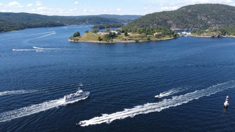 Når en ikke kan kjøre unner fjorden, velger flere å kjøre over.