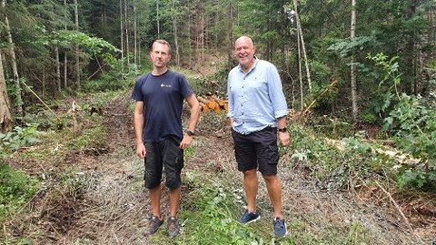 Grunneier Simen Solberg og daglig leder i NIF Arild Andreassen er begge veldig positive til det nye løypenettet på Berger