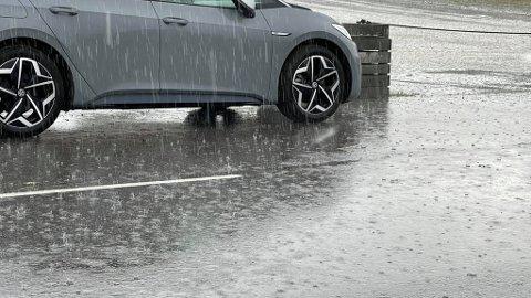 HIMMELEN ÅPNET SEG: I Drøbak ble det en god del nedbør og lyn og torden søndag ettermiddag.