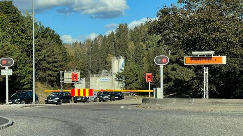 Lange køer ved Nordbytunnelen. En person ble fraktet bort med ambulanse. FOTO: Ivar Ruud Eide