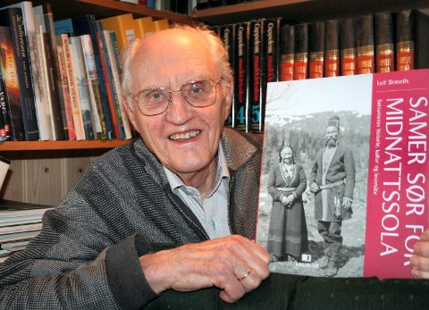 MONUMENTALT: Leif Braseth lanserer sin 500 sider store bok om sørsamenes historie i Aukrustsenteret i morgen. Det har tatt forfatteren 25 år å fullføre dette verket. (Foto: Ola Rye)
