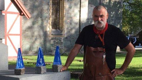 Glassengelkunstner Kjell Stedenfeldt er selv på Røros onsdag og torsdag formiddag og du kan møte ham på Frivilligsentralen Gnist.