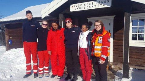 Samarbeidet med Flyktningtjenesten har vært uvurderlig for Røros Røde Kors de siste årene. På Avholdshytta har de laget vafler, kokt kaffe, solgt og servert påskegjester hele påska igjennom.