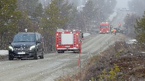 En mann i 20-åra omkom etter den kraftige utforkjøringen natt til fredag.