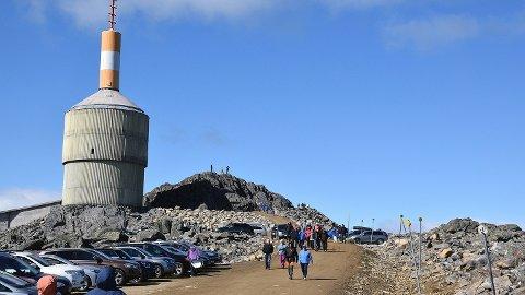 HØYT OPPE: Her, på toppen av Tronfjell, kan publikum få med seg en opplevelse litt utenom det vanlige i midten av juli.