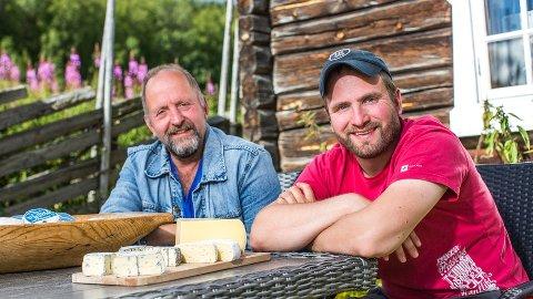 OSTESUKSESS: Marius Eggen og Eggen Gardsysteri som far Ola Eggen (t.v) og Liv Bjørnstad etablerte i 2001, er hedret med to NM-gull.
