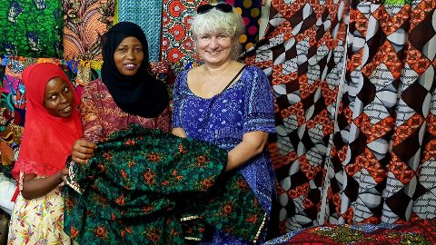 NY KOLLEKSJON: Inger Klæboe er tilbake med ny kolleksjon. Nå har hun hentet inspirasjon i Tanzania. Foto: Privat