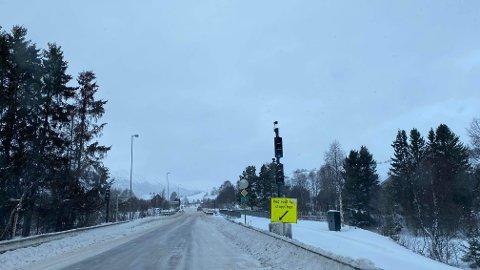 MØRKT: Trafikklysene virket heller ikke da strømmen forsvant på Kvikne torsdag.