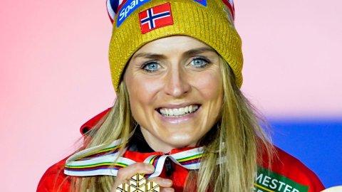 GULL: Therese Johaug håver som ventet inn gullmedaljer i Oberstdorf. Foto: Lise Åserud / NTB