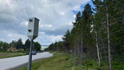 IKKE I DRIFT: Denne boksen, som er en del av det nye snittmålingsanlegget på Kvikneskogen, er ikke i drift. Først etter ferien blir det strekningsmåling over Kvikneskogen.