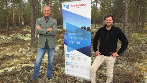 TOMT:  Daglig leder Kjell Karlsen og markedssjef Mats Hauge i Rendalsfisk AS besøkte byggetomta for et av verdens største landbaserte oppdrettsanlegg for røye i Rendalen i 2018.
