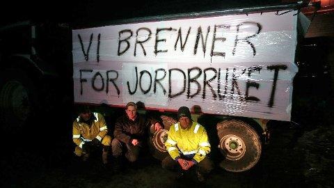 Tirsdag kl. 15 tenner Akershus Bondelag varselbål i protest mot regjeringens jordbruksmelding.