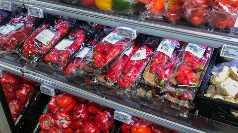 I butikken vil man finne frukt pakket inn både én og én, og i pakker. Er det virkelig nødvendig?