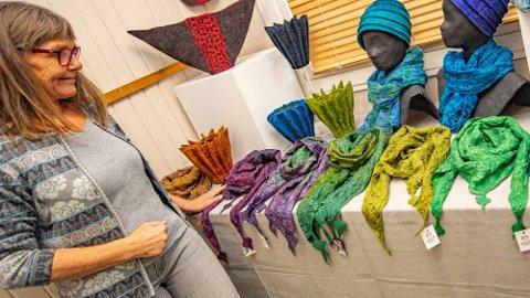 EKSKLUSIVE PRODUKTER: Ull kan brukes til så mangt ifølge Irene Thorsrud Eik. Kasjmirullskjerf med silke i front.
