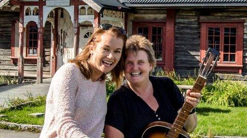 Harriet Müller-Tyl stiller opp med Våises og Ås gospel kor på konsert for Brønnerud grendehus. Primus motor Hanne Støkken gleder seg over at trinn 1 av restaureringen av det gamle herredshuset begynner.