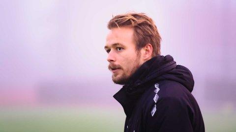 TRENER: Vemund Vindedal var i fjor trener for Ås G15. I år fortsetter han trenerjobben når de nå blir til Ås G16.