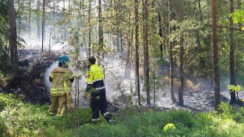 MYE Å GJØRE: Innbruddsforsøk, russ i slåsskamp, flere branntilfeller. Nødetatene har jobbet hardt i helgen. Denne brannen er fra Nesodden lørdag.