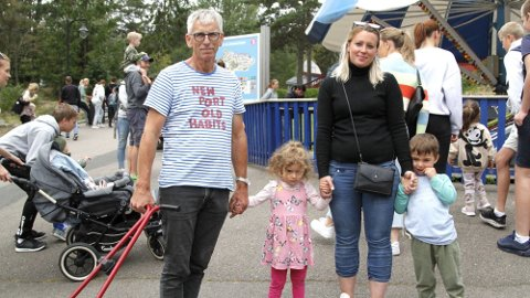 BOMTUR: Fra venstre, Ivar Rydland, bestefar, Michelle Solvig (3,5), Cecilie Solvig, mor og Elias (4,5), ble svært skuffet over Tusenfryd-opplevelsen. Foto: Lena-Christin Kalle